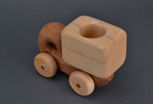Small wooden truck - MADEheart.com