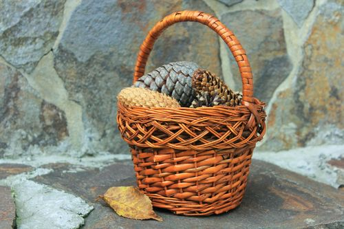 Woven basket with handle - MADEheart.com
