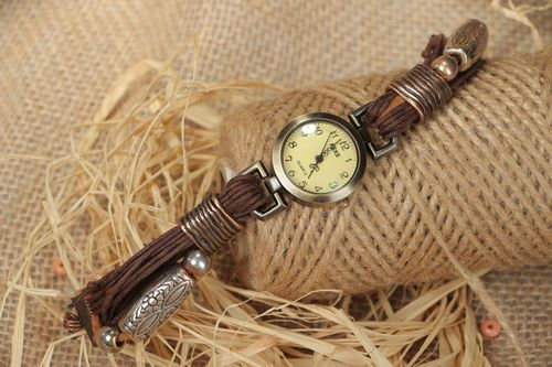 Wristwatch with a narrow brown handmade strap made of waxed cord - MADEheart.com