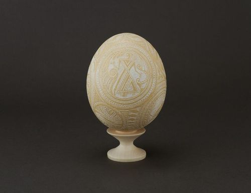 Decorative ostrich egg etched with vinegar - MADEheart.com