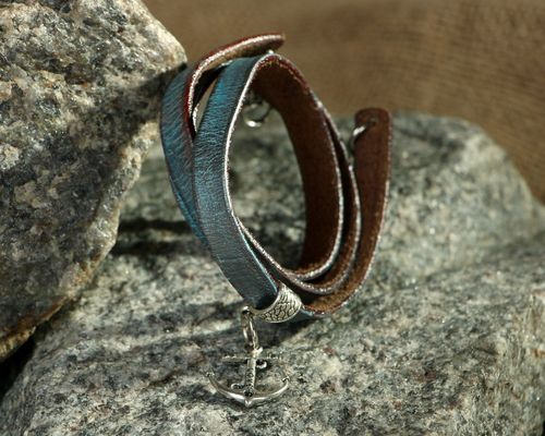 Leather bracelet on the hand in 3 turns - MADEheart.com