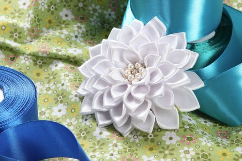 Handmade hair clip kanzashi flowers designer accessories gifts for women - MADEheart.com
