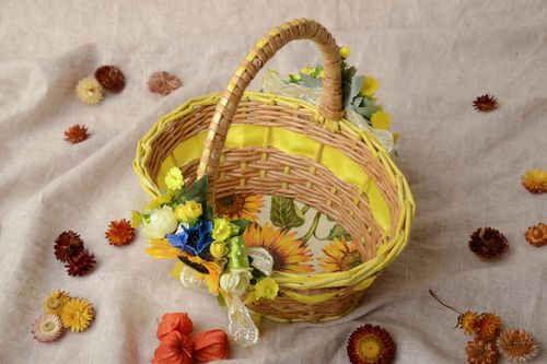 Newspaper basket with artificial flowers - MADEheart.com