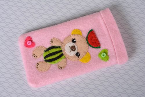 Stylish handmade felt phone case gadget case design fashion accessories - MADEheart.com
