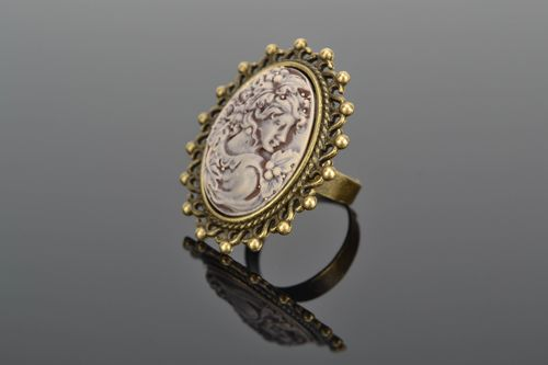 Vintage metal ring with plastic cameo - MADEheart.com