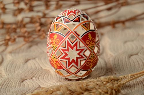 Lacy painted Easter egg - MADEheart.com