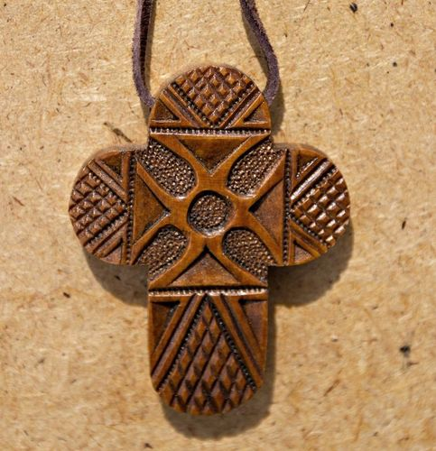 Carved wooden cross with rounded rays - MADEheart.com