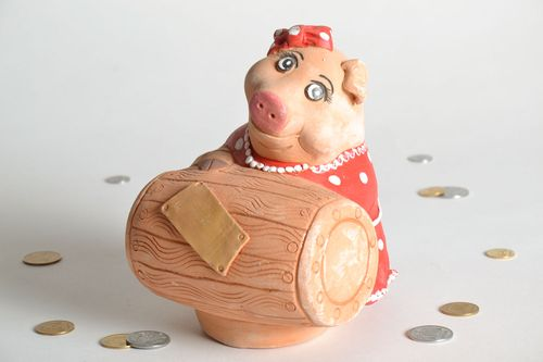 Ceramic money box in the shape of pig - MADEheart.com