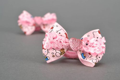 Pink scrunchies with bows - MADEheart.com