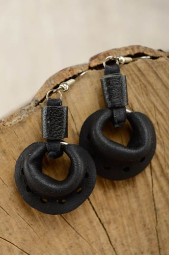 Black round leather earrings - MADEheart.com