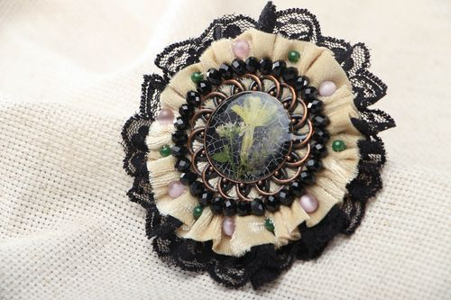 Fashionable homemade brooch - MADEheart.com