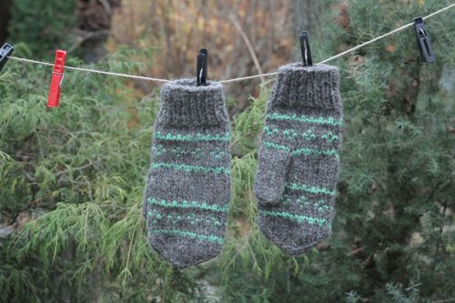 Gray warm mittens - MADEheart.com
