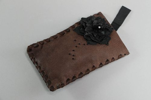 Leather cell phone case - MADEheart.com