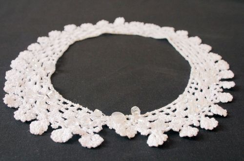 Knitted collar in retro style - MADEheart.com