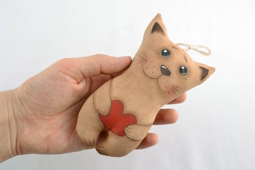 Soft interior pendant toy with vanilla aroma Cat with Heart - MADEheart.com