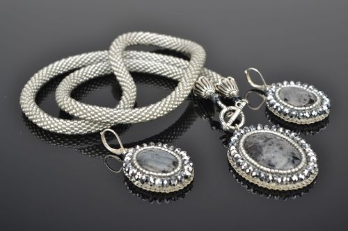 Vintage beaded necklace and earrings - MADEheart.com