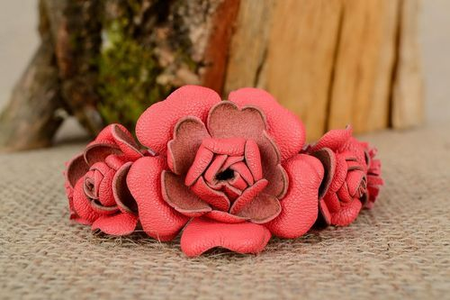 Leather bracelet with flowers - MADEheart.com