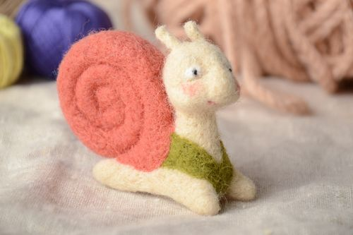 Small felted wool toy snail - MADEheart.com