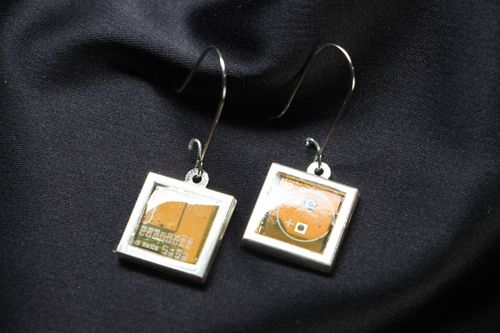 Square metal earrings in cyberpunk style - MADEheart.com