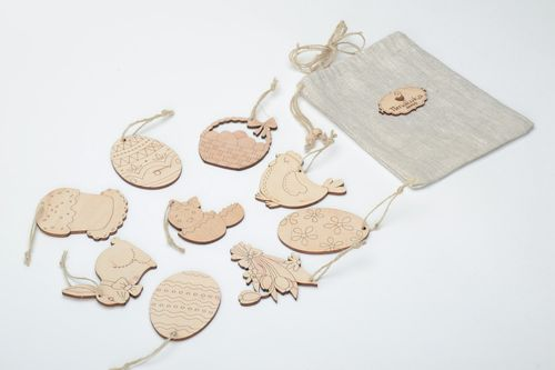Set of plywood interior pendants and magnets in sack 9 items - MADEheart.com