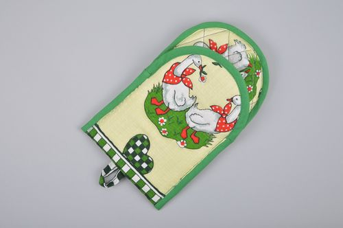 Cute handmade oven mitten sewn of colorful cotton fabric with geese image   - MADEheart.com