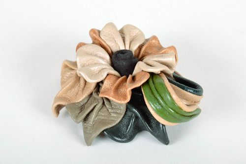 Brooch made of genuine leather - MADEheart.com