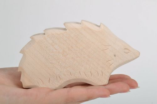 Wooden stauette made by hand Hedgehog - MADEheart.com