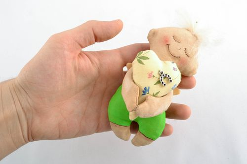 Interior toy with aroma - MADEheart.com