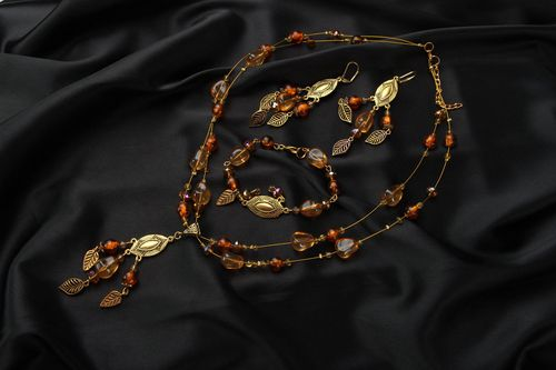 Jewelry set with amber and Czech glass - MADEheart.com