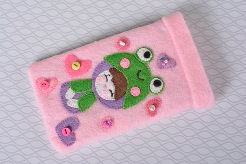 Stylish handmade felt phone case cell phone case design handmade accessories - MADEheart.com