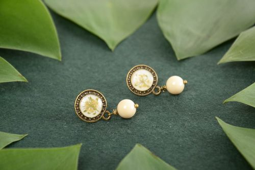 Handmade round epoxy resin earrings with beads on the basis of the brass - MADEheart.com