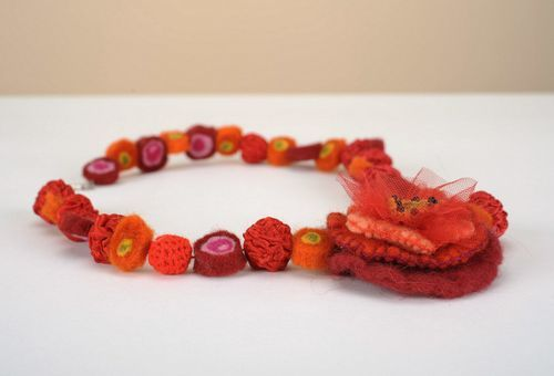 Woolen beads made using felting technique - MADEheart.com