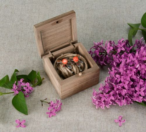 DIY wooden box - MADEheart.com