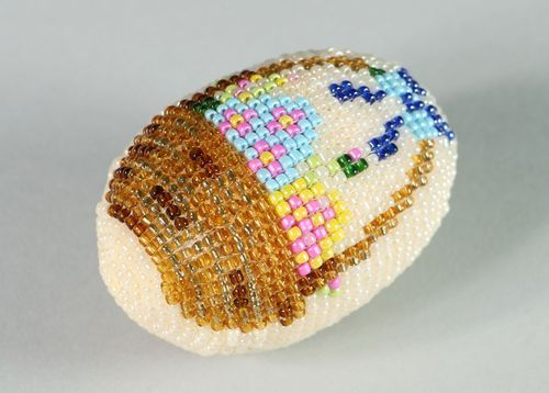 Easter egg decorated with beads - MADEheart.com