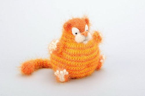 Knitted toy Red cat - MADEheart.com