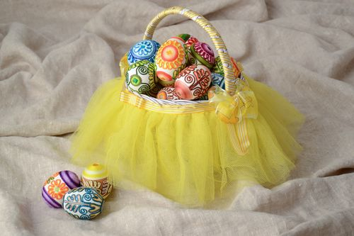 Woven Easter basket with tulle - MADEheart.com
