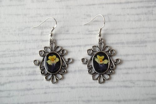 Vintage earrings with real flowers - MADEheart.com