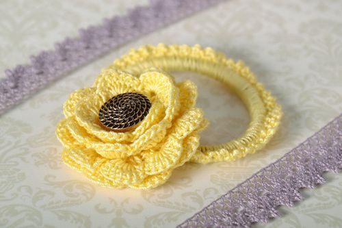 Pale Yellow Scrunchy - MADEheart.com