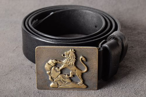 Handmade genuine leather belt with metal buckle in embossment in the shape of lion - MADEheart.com