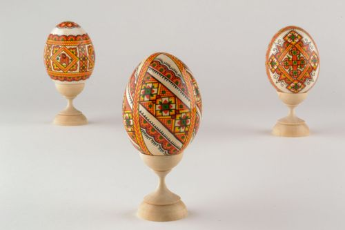 Wooden egg with ethnic painting - MADEheart.com