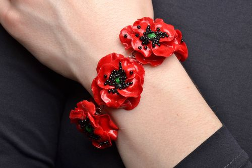Rotes Armband aus Polymer Ton Mohnblumen  - MADEheart.com