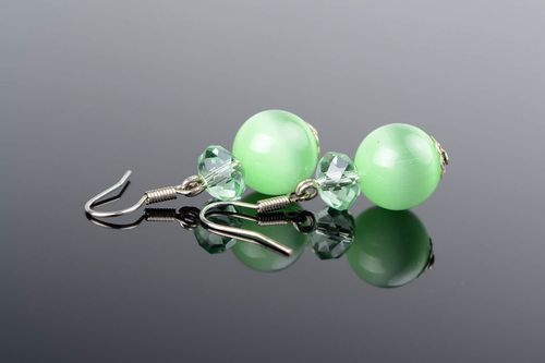 Earrings with green beads - MADEheart.com