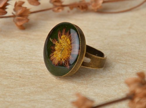 Round ring with natural flower inside - MADEheart.com