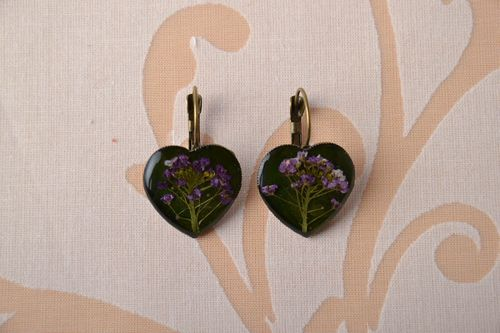 Heart-shaped earrings with natural flowers - MADEheart.com