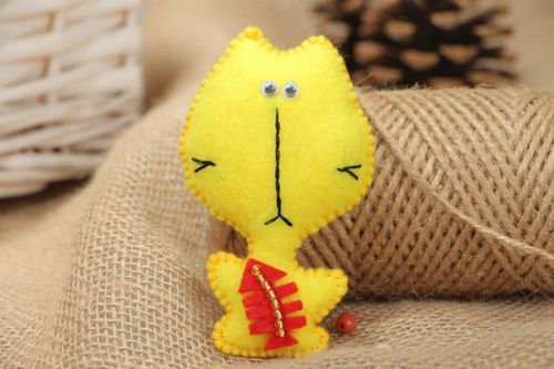 Handmade small brooch sewn of yellow fabric with applique work and beads Cat - MADEheart.com