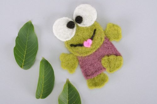 Childrens wool brooch Frog - MADEheart.com