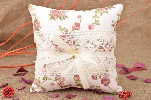 Homemade designer cotton fabric white ring pillow with flower pattern and lace - MADEheart.com