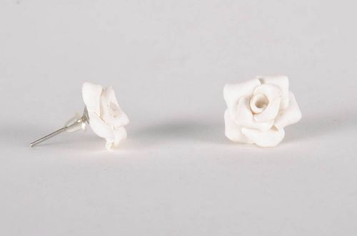 Earrings in the shape of roses - MADEheart.com