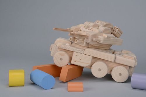 Wooden tank for children - MADEheart.com