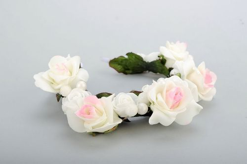 Headband with white artificial roses - MADEheart.com